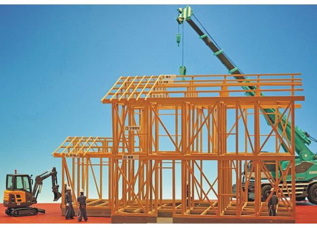 胶合梁柱式木结构通过采用现代胶合等工艺可以克服